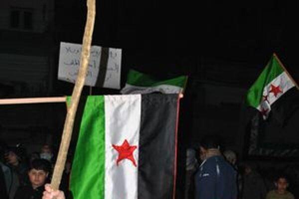 Odporcov sýrskeho režimu postoj Asadových spojencov nepotešil, no svoj boj stále nevzdávajú.