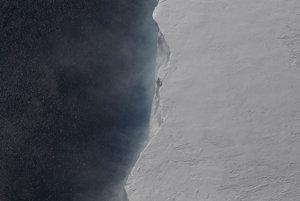 Miesto, kde dochádza k teleniu na ľadovci Pine Island v západnej Antarktíde.