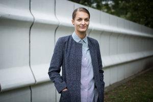 Tatiana Sedláková je doktorandkou sociálnej psychológie na Masarykovej univerzite v Brne, venuje sa téme starnutia. Pracovala v Medzinárodnom centre klinického výskumu v Nemocnici svätej Anny v Brne, kde skúmala poruchy pamäti. Je spoluzakladateľkou občianskej iniciatívy Zrejme, ktorá sa venuje podpore medzigeneračných vzťahov a kvalitných sociálnych služieb pre starších ľudí a ich príbuzných na Slovensku. Organizuje prvý medzigeneračný festival na Slovensku Old's Cool. Žije v Bratislave.