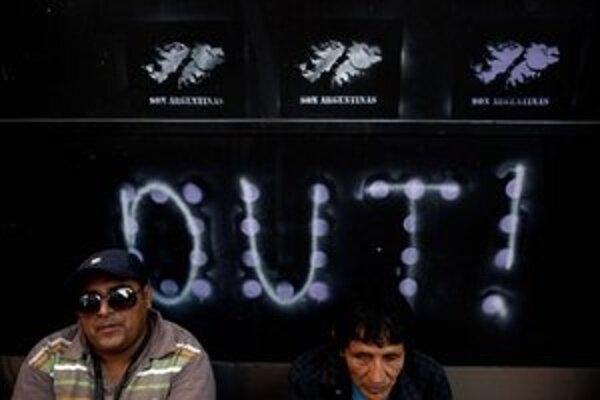 Nápis na britskej ambasáde v Buenos Aires.