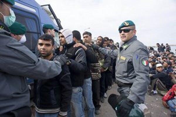 Ilegálni migranti na talianskom ostrove Lampedusa.
