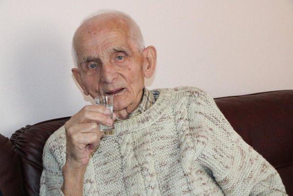 Oslávenec. Oslávil okrúhlych 100 rokov.
