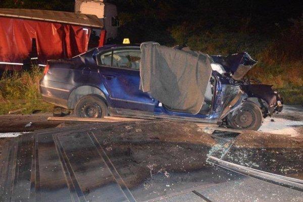 V tomto aute zahynuli traja pasažieri.