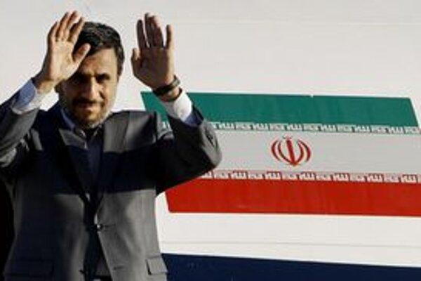 Iránsky prezident je na turné po Latinskej Amerike.