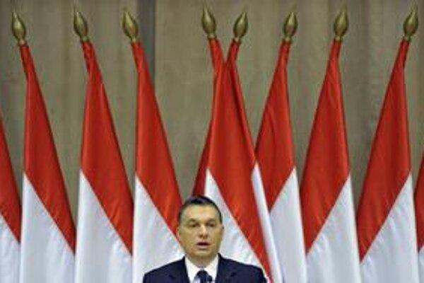 Maďarský premiér Viktor Orbán vidí za znižovaním ratingov boj o pitnú vodu a úrodnú pôdu.
