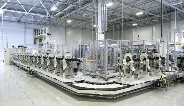 Výrobná linka v motorárni.