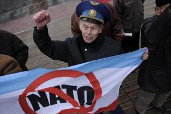 Ukrajinci protestovali proti americkému raketovému krížniku.