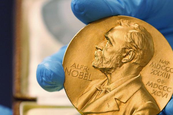 Medaila s podobizňou Alfreda Nobela.