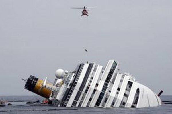 Loď momentálne pripravujú na odčerpanie paliva.
