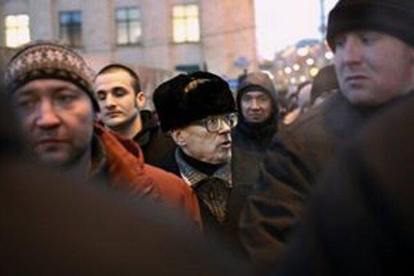 Iniciátorom demonštrácie bol Eduard Limonov (v strede).