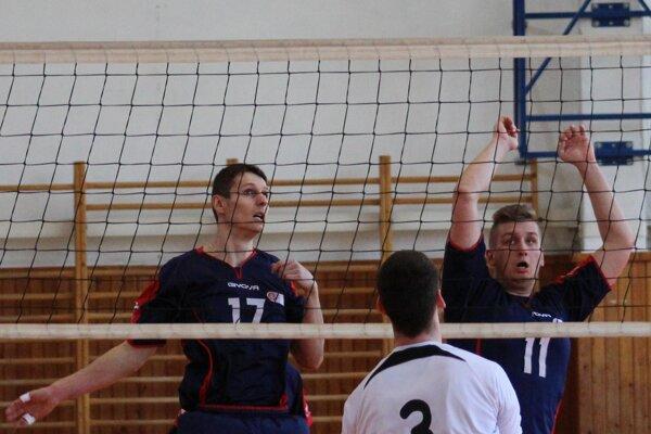 Ondrej Kamenský (vľavo) zaznamenal najviac bodov v zápase - ilustračné