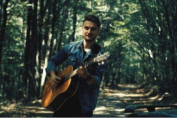 Kariéru odštartoval. Za rok vydal dva single, ďalšie sú v pláne.