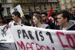 Demonštranti v Paríži.
