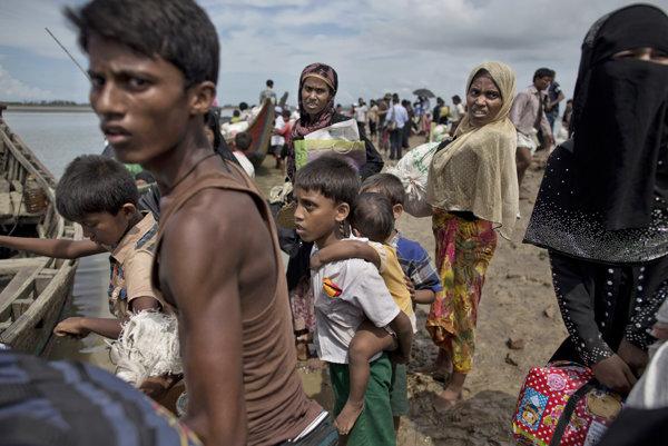 Po týchto násilnostiach ušlo 700-tisíc Rohingov do susedného Bangladéša.