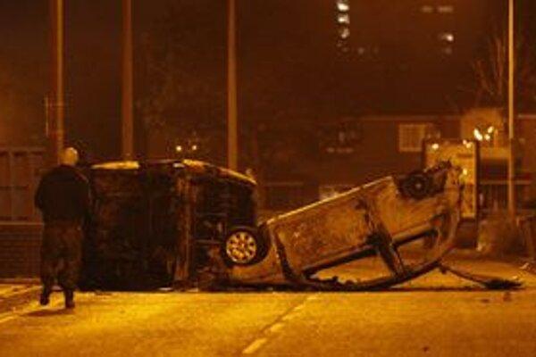 Zhorené autá pri Manchestri.
