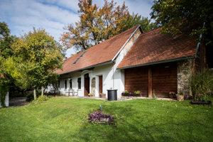 Vo vidieckom domčeku sú štyri apartmány.