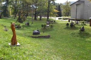 Miniskanzen v Uliči. Turistom ponúka ukážky drevených sakrálnych stavieb.