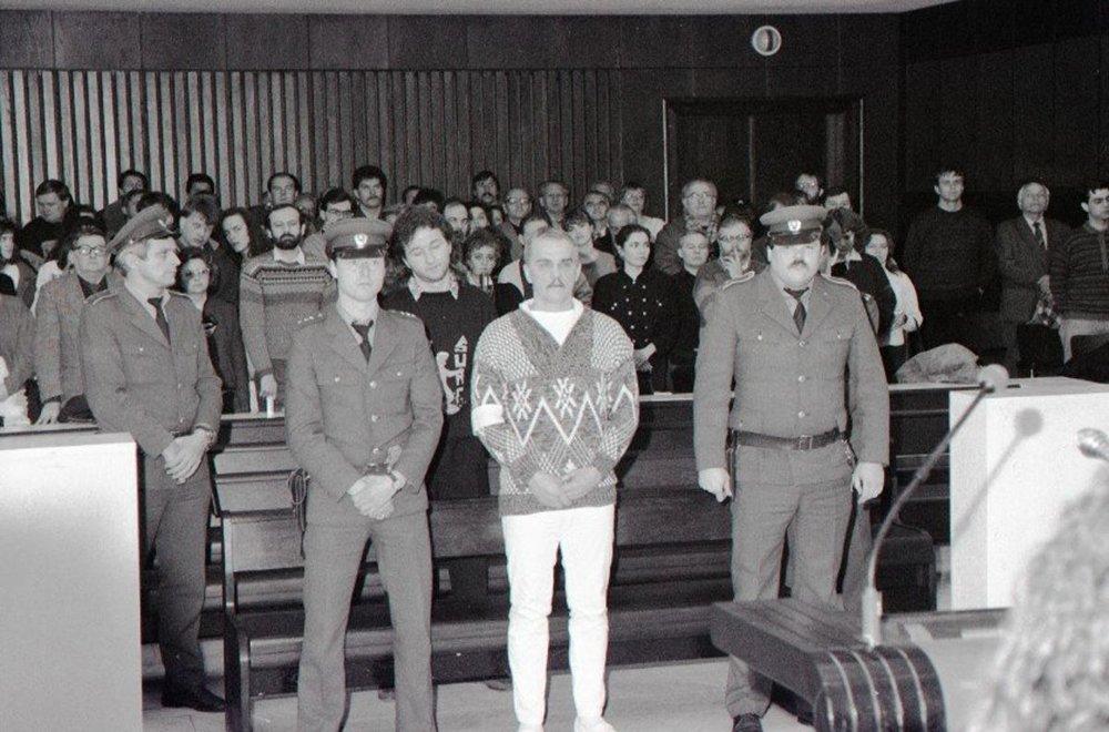 Ján Molnár a Ľubor Masár počas procesu na konci roka 1990.