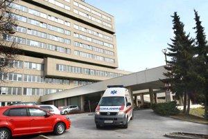 Monoblok FNsP J. A. Reimana. Nemocnica začala interné šetrenia prípadu, ktorý na internete zverejnila mamička.