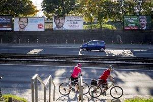 Kampaň pred voľbami do VÚC zaplavila bratislavské ulice.
