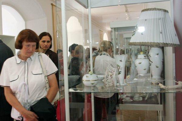 Záber z výstavy Herend - porcelán aristokracie z Bojnického zámku v roku 2012.