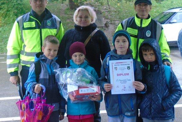 Ocenení v dopravnej súťaži spoločne s organizátormi.