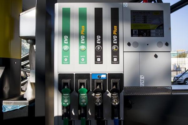 Slovnaft už doplnil označenia na svoje čerpacie stanice. Zároveň zmenil aj názvy svojich palív.