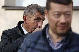 Líder ANO Andrej Babiš (vľavo) a šéf protiislamskej SPD Tomio Okamura.