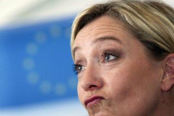 Marine Le Penová (42) je modernou tvárou populistickej a antiimigračnej strany Národný front. Populárna politička by v súboji o kreslo francúzskeho prezidenta v roku 2012  podľa prieskumov skončila druhá a vyradila by tak súčasného prezidenta Sarkozyho v