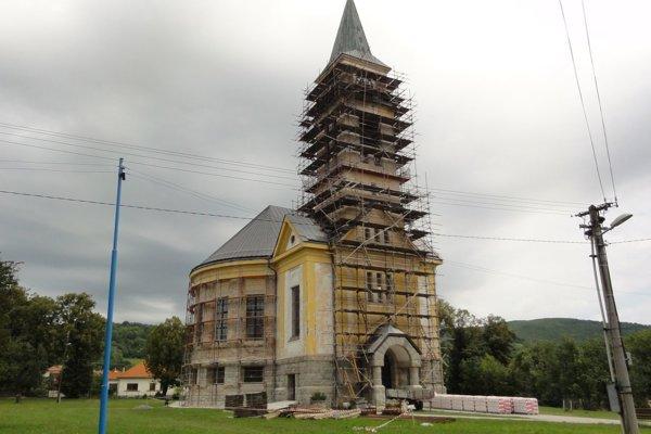 Evanjelický kostol s prvkami kubizmu prechádza renováciou.