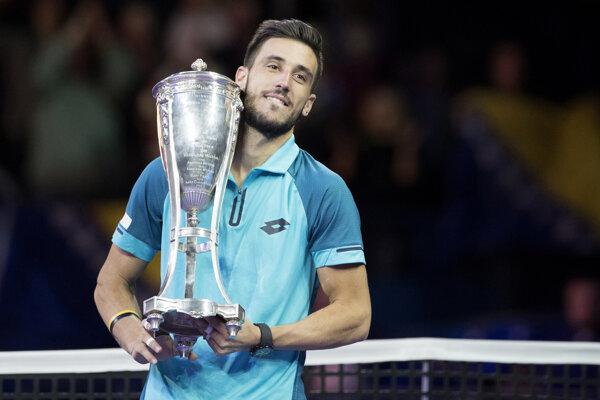 Damir Džumhur vyhral druhý titul ATP v Rusku v tejto sezóne.