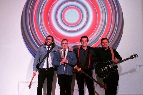 Štvorčlenná kapela. Plánujú vlastný album.