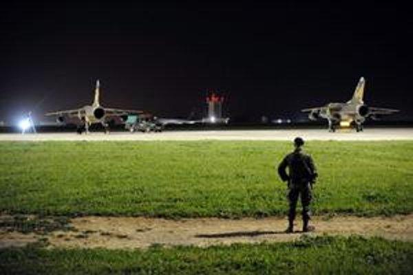 Líbyjské stíhačky Mirage, ktoré pristáli na Malte.