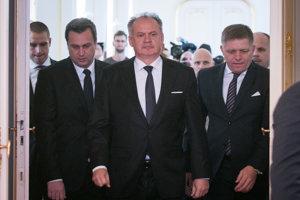 Sprava: Predseda vlády SR Robert Fico, prezident SR Andrej Kiska a predseda Národnej rady SR Andrej Danko.