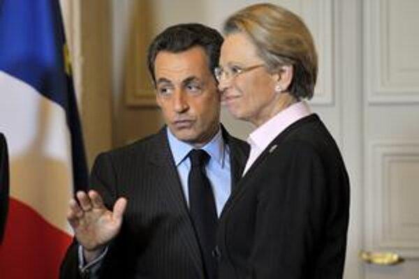 Ostrieľaná ministerka si nepriznáva pochybenia. Prezident Sarkozy však už za ňou nestojí.