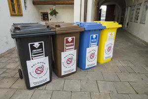 Kontajnery na triedený komunálny odpad.