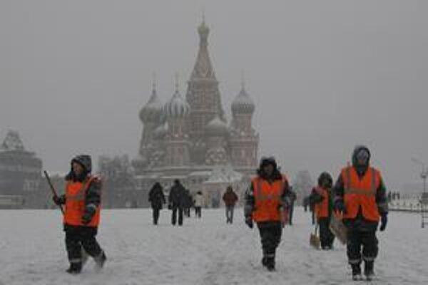 Tisíce Rusov nemá pre sneh elektrinu.