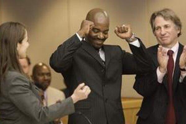 Cornelius Dupree po vynesení oslobodujúceho rozsudku.