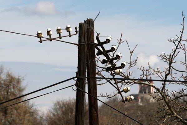 Dnes ráno približne od 6. hodiny začalo dochádzať na území stredného Slovenska k viacerým väčším výpadkom elektriny.