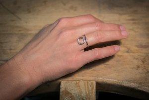 Originálny šperk na ruke.
