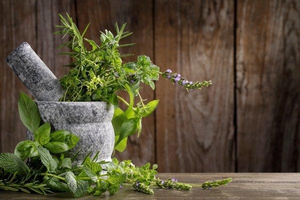 Bylinné čaje môžu pôsobiť protizápalovo alebo povzbudiť imunitu.