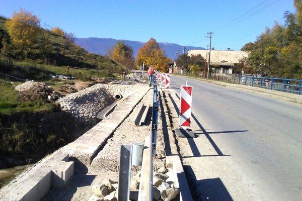 Oprava mosta v Dražkovciach.