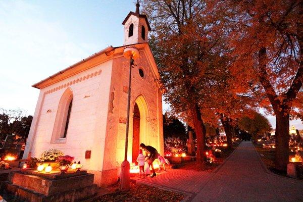 Kaplnka na mestskom cintoríne na Cintorínskej ulici. V súčasnosti ju využíva pravoslávna cirkev.