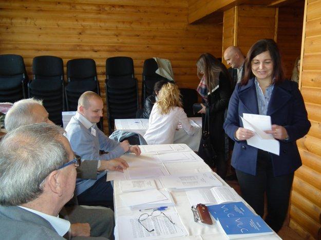 Erika Jurinová má odvolila v Nižnej na Orave.