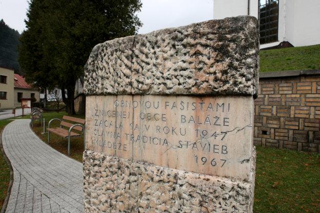 Pamätná tabuľa v obci Baláže.