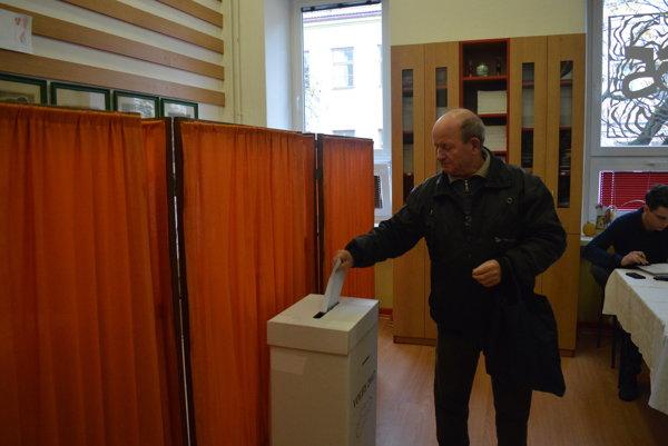 voľby v ZUŠ Frica Kafendu vo Vrútkach.