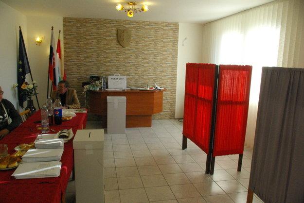Volebná miestnosť v Čeríne.
