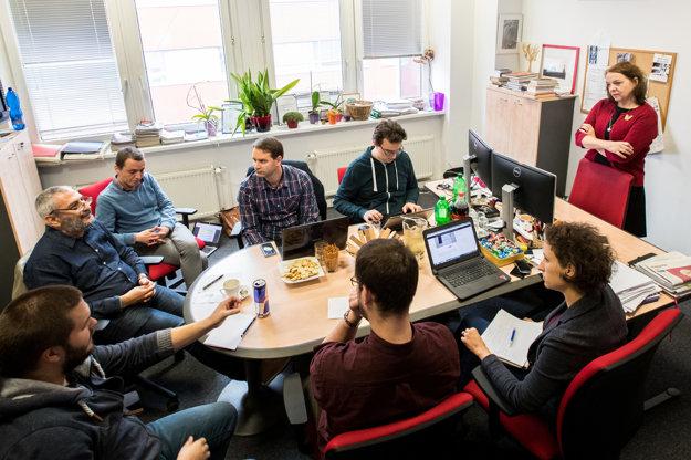 Hosťami povolebnej diskusie denníka SME sú Grigorij Mesežnikov, Peter Dráľ, Peter Tkačenko, Michal Piško, Beata Balogová, Jakub Filo a Zuzana Kepplová.