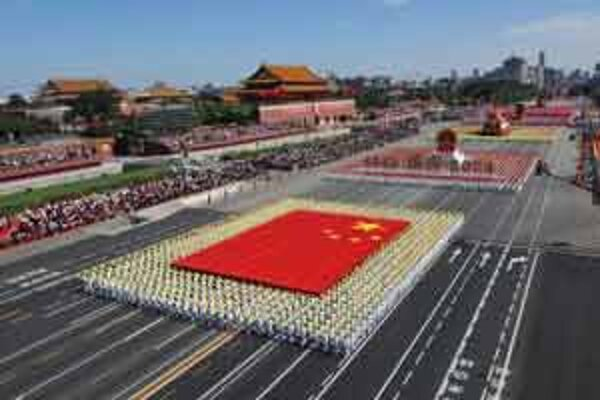 Slávnostný sprievod centrom Pekingu pri príležitosti osláv 60. výročia vzniku Čínskej ľudovej republiky, 1. októbra 2009.