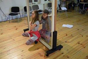 Herci Štátneho divadla. Lívia Dujavová a Tomáš Diro alternujú hlavné postavy.
